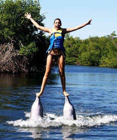 Giulia Raciti, autrice del blog Viaggiare Low Cost, nuota con i delfini a Cuba