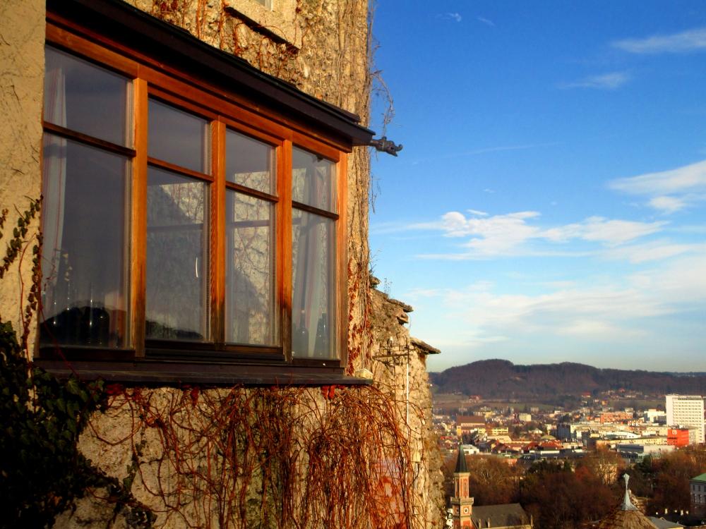 finestra dell'ostello Stadtal a Salisburgo
