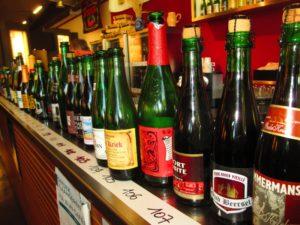 bottiglie di birra al Lambic Museum in Belgio