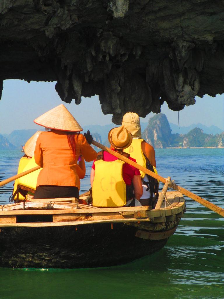 gita in barca ad halong bay
