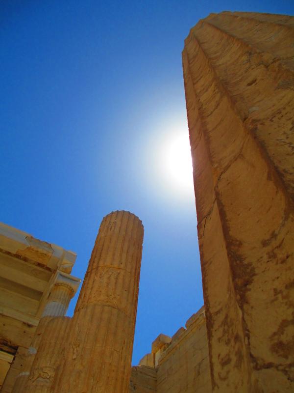 spunta il sole dalla colonna
