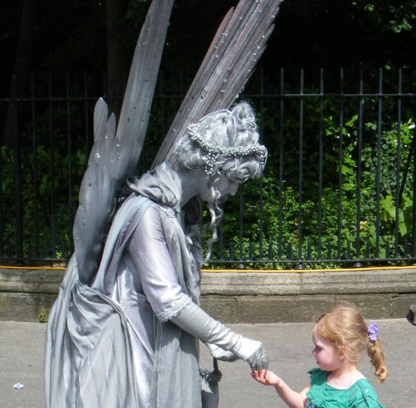 artista di strada a Dublino