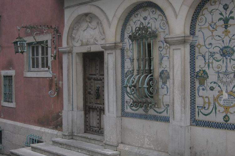 via nel centro di Sintra
