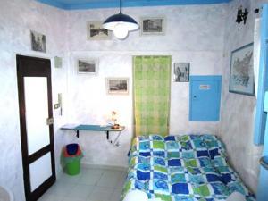 """immagine di una stanza singola al Bed&breakfast """"Casanova"""" di Cefalu'"""