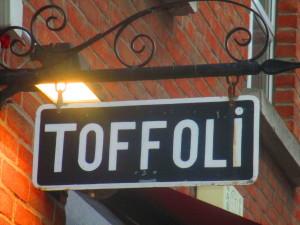 """insegna """"Bottega Toffoli"""", ristorante -pizzeria a Dublino"""