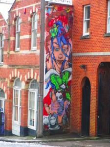 Casa con graffiti a Stokes Croft, Bristol