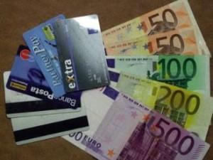 Carte di credito e denaro contante
