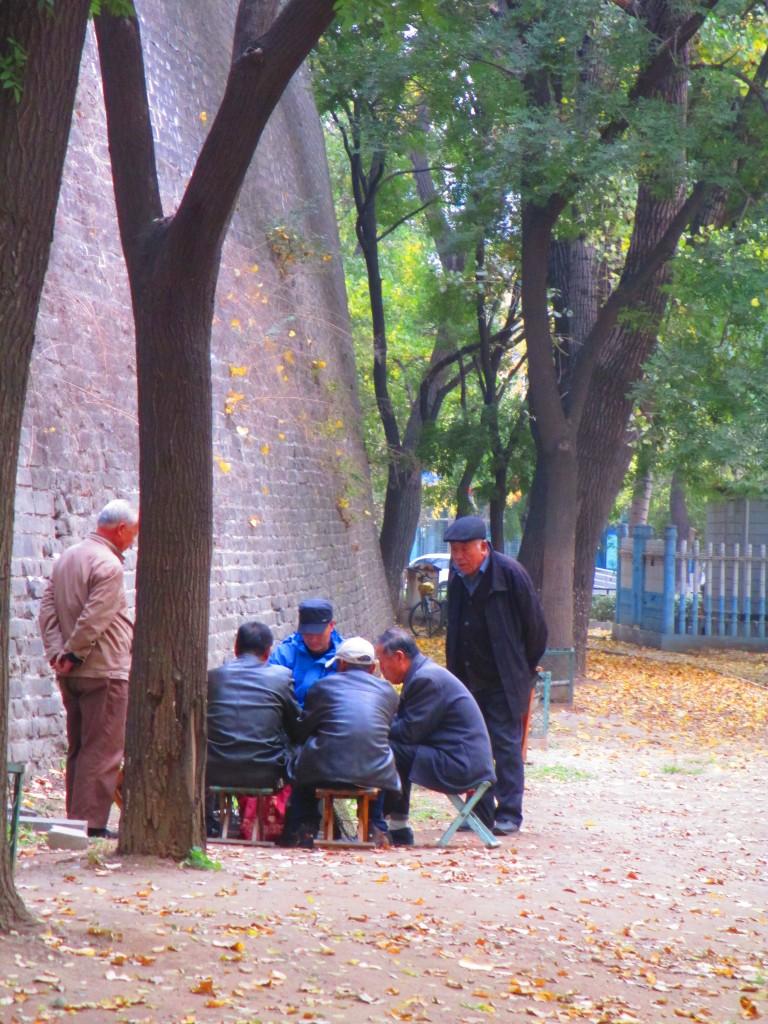 Vecchietti che giocano a carte, versione cinese