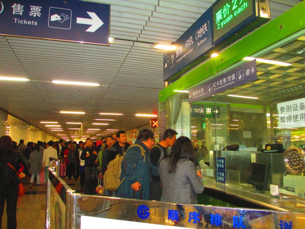 Metropolitana di Pechino, coda alla biglietteria