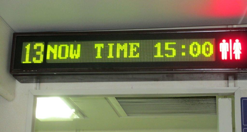 visualizzazione dell'ora su un treno cinese