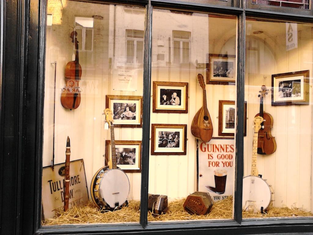 vetrina del McNeill's pub a dublino