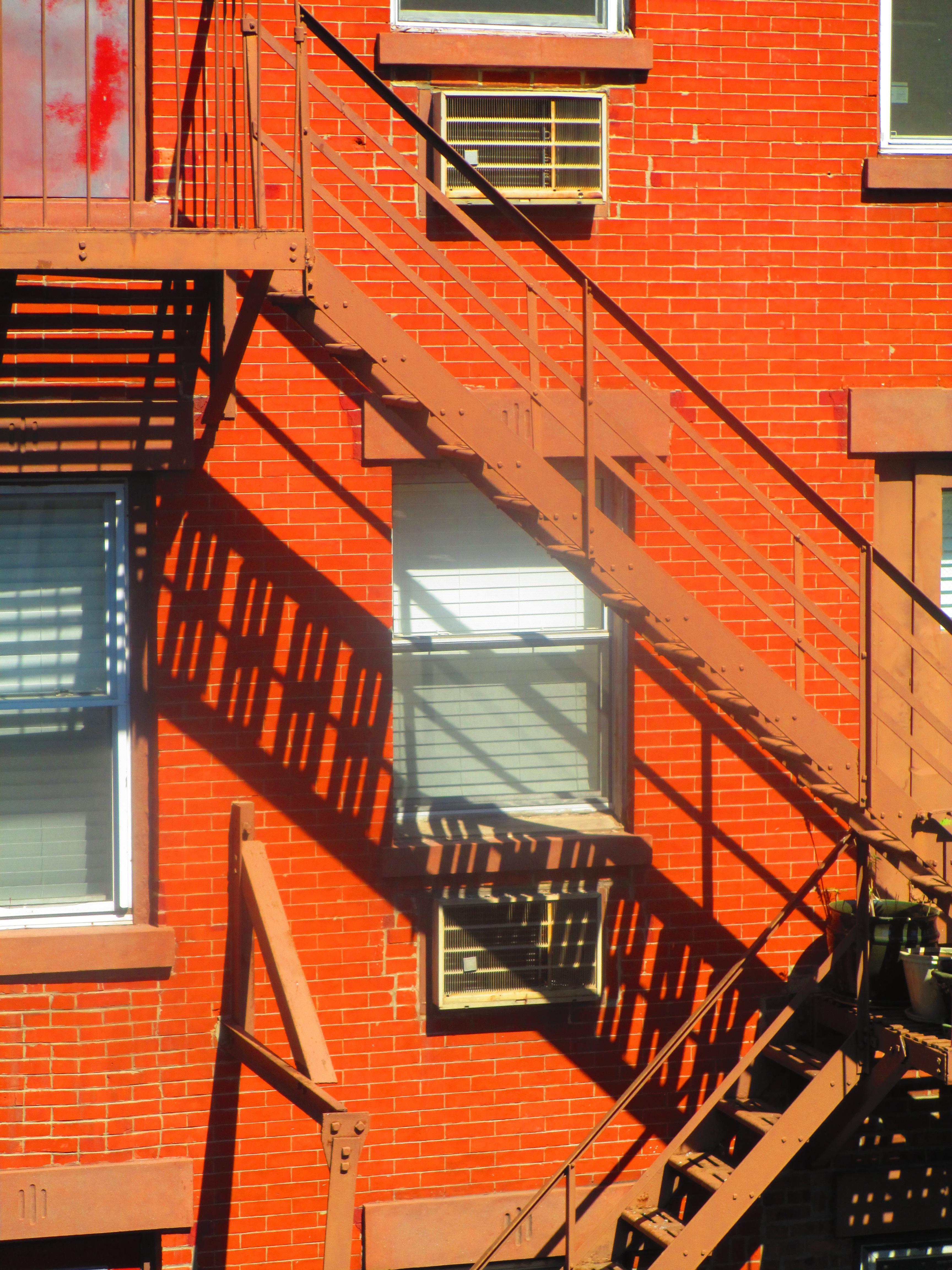 scala antincendio all'esterno di un condominio a New York