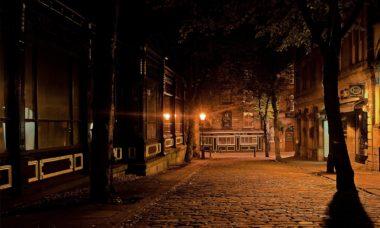 strada solitaria in Inghilterra