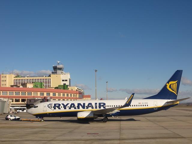 https://pixabay.com/it/aeroporto-aereo-ryanair-basso-costo-746174/