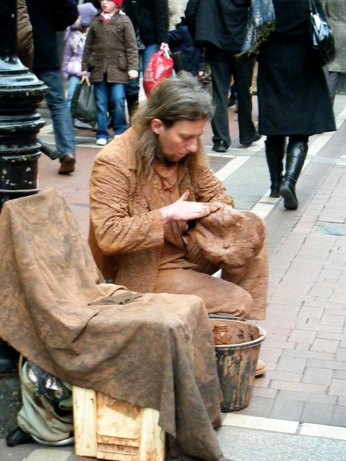 artista di strada in grafton street, dublino
