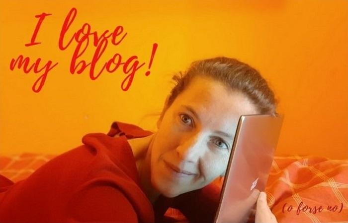 Una blogger abbraccia il suo pc