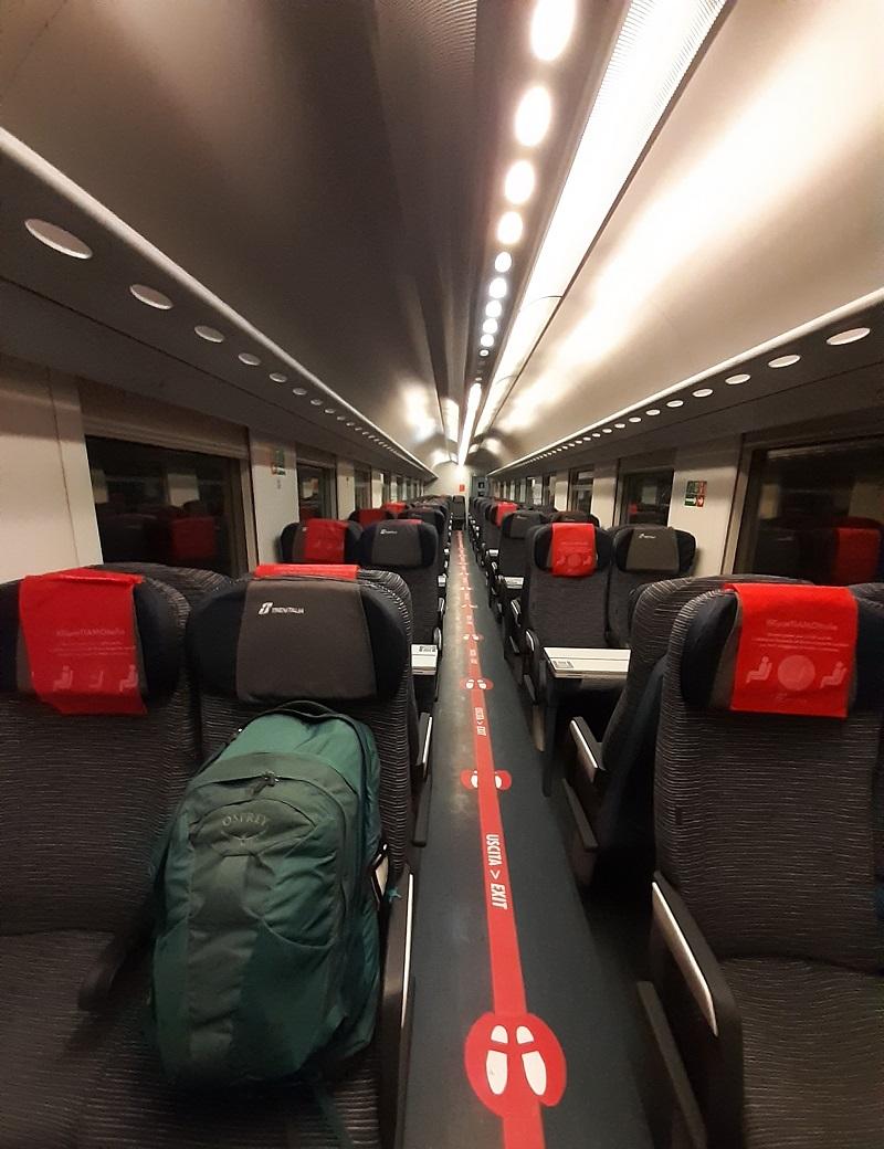 vagone vuoto su un treno intercity