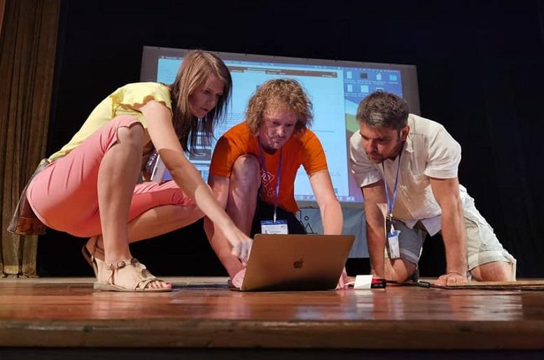 Speaker e staff tecnico al Big Stage del Bansko Nomad Fest